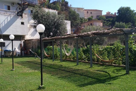 Rooms and apartments with pool- bar and restaurant - Qeparo