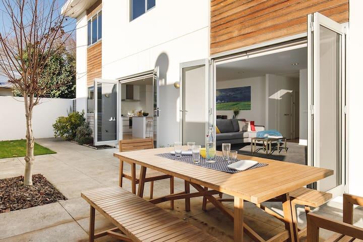 Luxury home private & spacious, walk everywhere