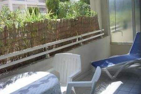 2 pieces en rez de piscine - Vallauris - Apartamento