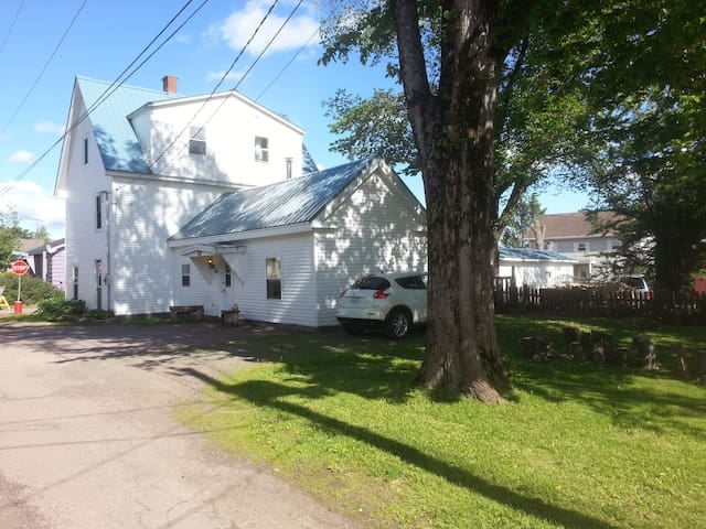Spacious accommodation in the centre of Parrsboro