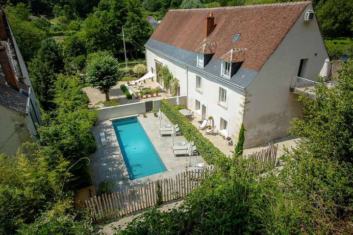 Cottage in an old farm near Amboise with pool