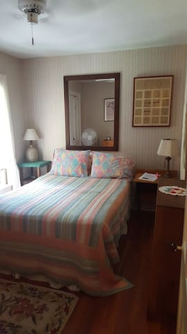 Cozy Suite in Painted Lady Near Downtown GB - Great Barrington