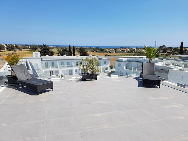 Beautiful sea views across farmland - Mazotos - Apartment