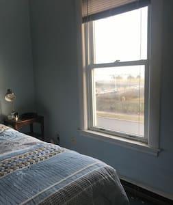 Oceanside Full Bed with Shower - Lynn - Haus