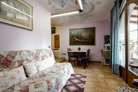 Artistic House Bed & Brekfast Flat - Oggiona - Bed & Breakfast