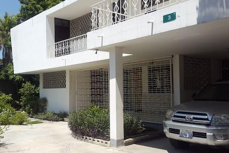 Casa Blanca at Delmas - Port-au-Prince - Lyxvåning