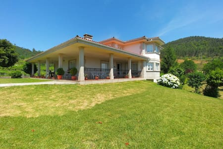 Villa with private pool and garden - Pontevedra