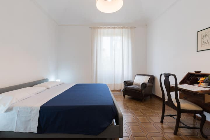Cozy Pitti Apartment - 70mq w/FREE PRIVATE PARKING