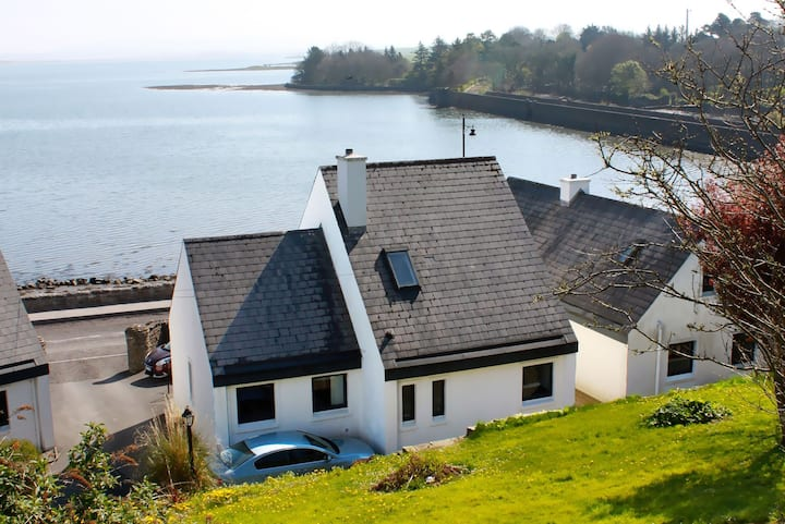 Quay Cottage - Traditional Irish holiday home with cosy turf fire on the shores of Killala Bay