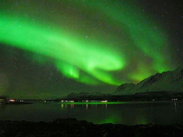 Sjøbu med vakker utsikt over Lyngsalpene - Sjursnes - Cabin