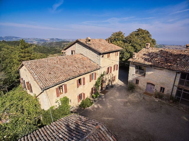 Vista aerea della casa / The house from a drone's perspective