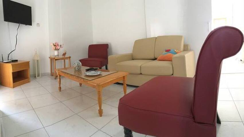 THELMA STYLISH 3 BEDROOM APARTMENT IN LARNACA