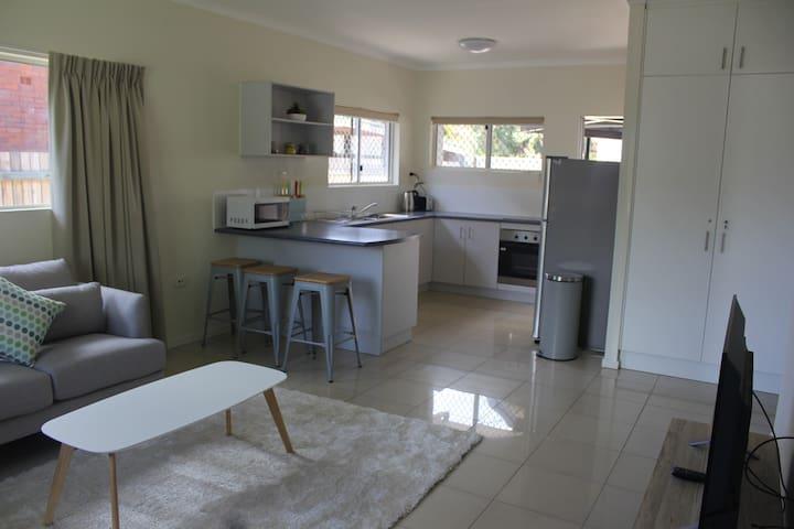 2 Bedroom Inner City Apartment - Cairns North - Apartmen