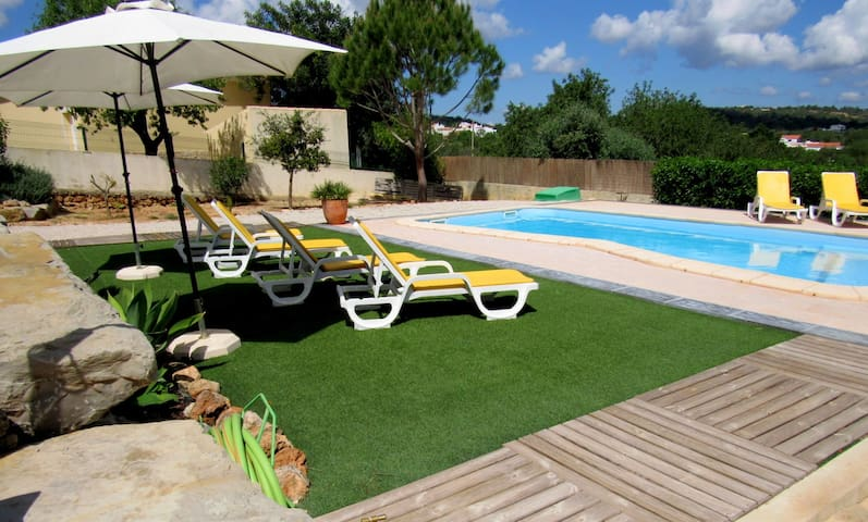 Apt. 3 Rooms near Albufeira Algarve, pool,WIFI,AC