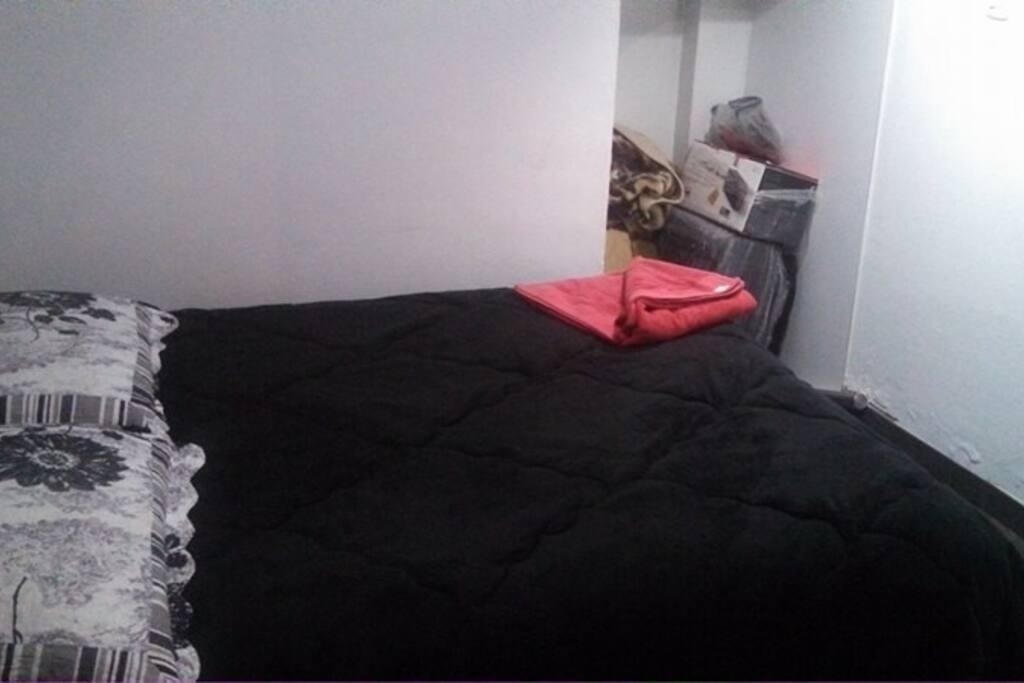 un dormitorio comodo y tranquilo