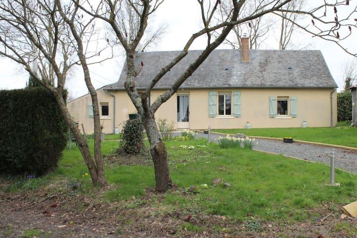 Maison de vacances avec grand jardin - Saint-Laurent-des-Mortiers