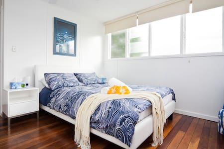 Beach cottage self contained studio - Mona Vale