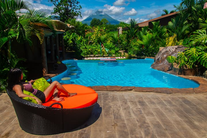 Brand new swimming pool & wet bar area with AMAZING volcano view