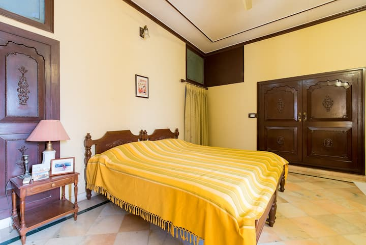An elegant twin room in a quiet part of Jodhpur