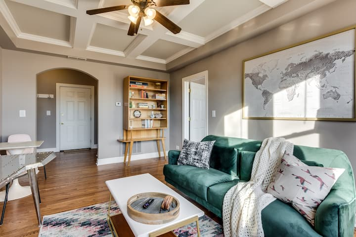 Cozy with Chic Design 2BR in Hip Logan Square