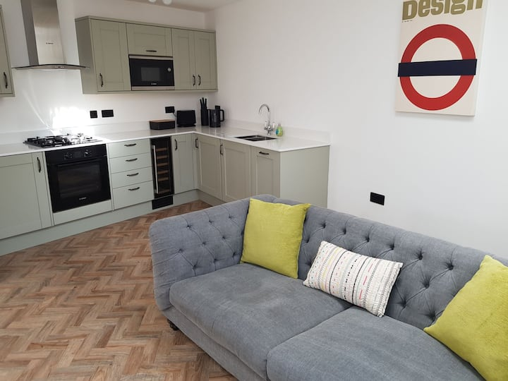 2 Bed Apartment in the Heart Of Historic Stratford