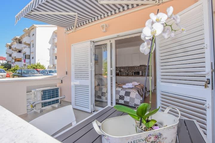 Luxury studio for two in Villa Magena