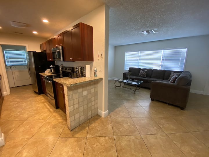 3/2 home in West Palm Beach near airport and zoo