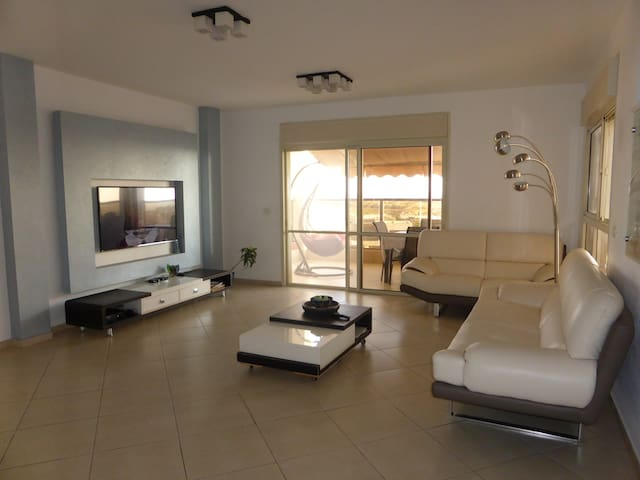 Ashdod Home with gorgeous Sunset and Sea View