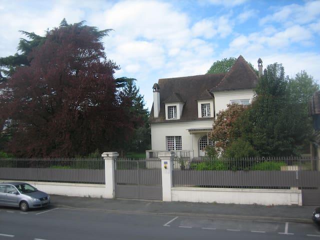 Villa PHILIS - Bergerac - Bed & Breakfast