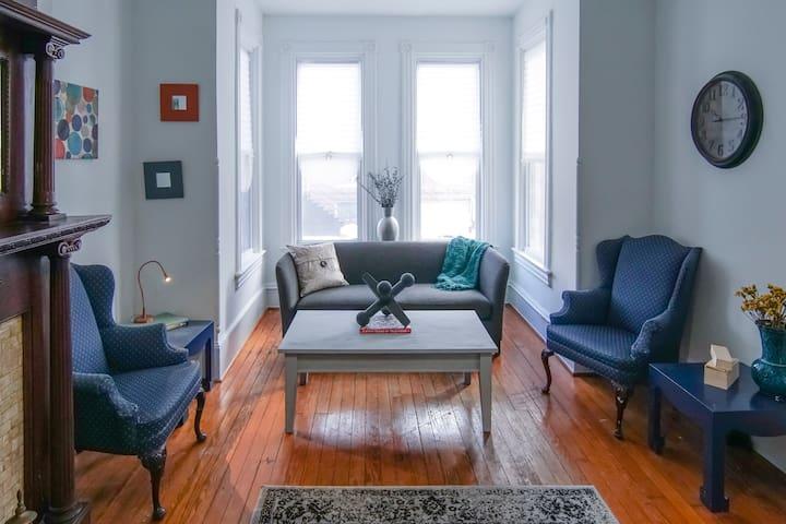 Vintage Columbia Heights Brownstone - Washington - Maison