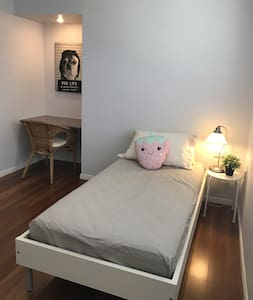 Cosy Room near Brisbane CBD and Gold Coast - Kuraby - 一軒家