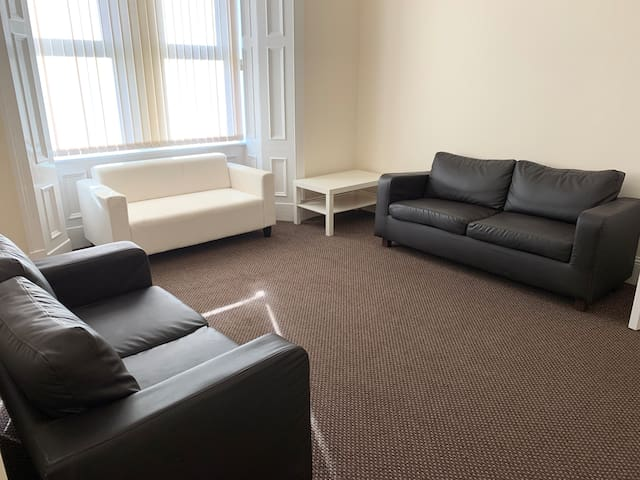 Large room in spacious house share, 2
