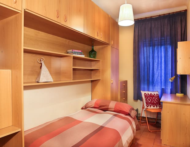 2 Single Bedrooms for 60 euros both or 35 for one! - Barcelone - Appartement