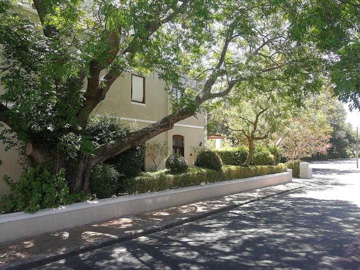 Huis van Riebeeck 1, central prime location