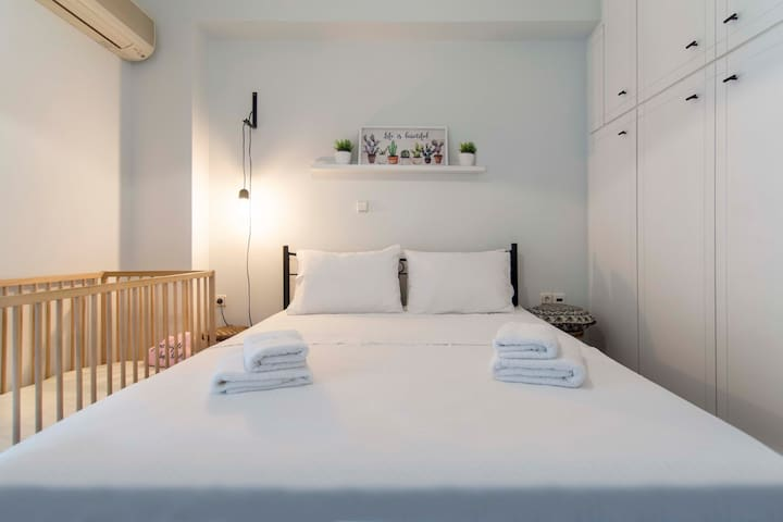Sunny & Comfy, 60m² apt in Athens, 200m from metro
