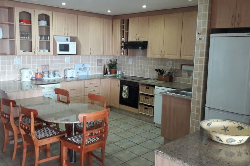 Fully equipped kitchen with washing machine, tumble dryer and dishwasher
