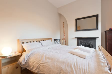 NEW: Lots of character & comfort. Great access! - Dublin - Hus