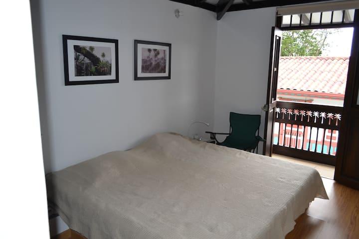 Habitación Doble con Balcóny tv