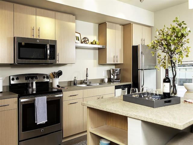 Your home away from home | 1BR in Redmond