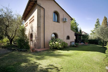 La Capinera, sleeps 3 guests in San Lorenzo - Montopoli in Val D'arno
