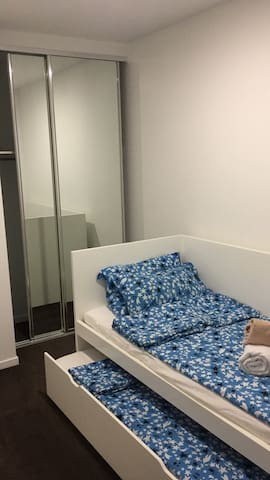 Private bedroom , two single beds , 10min to city