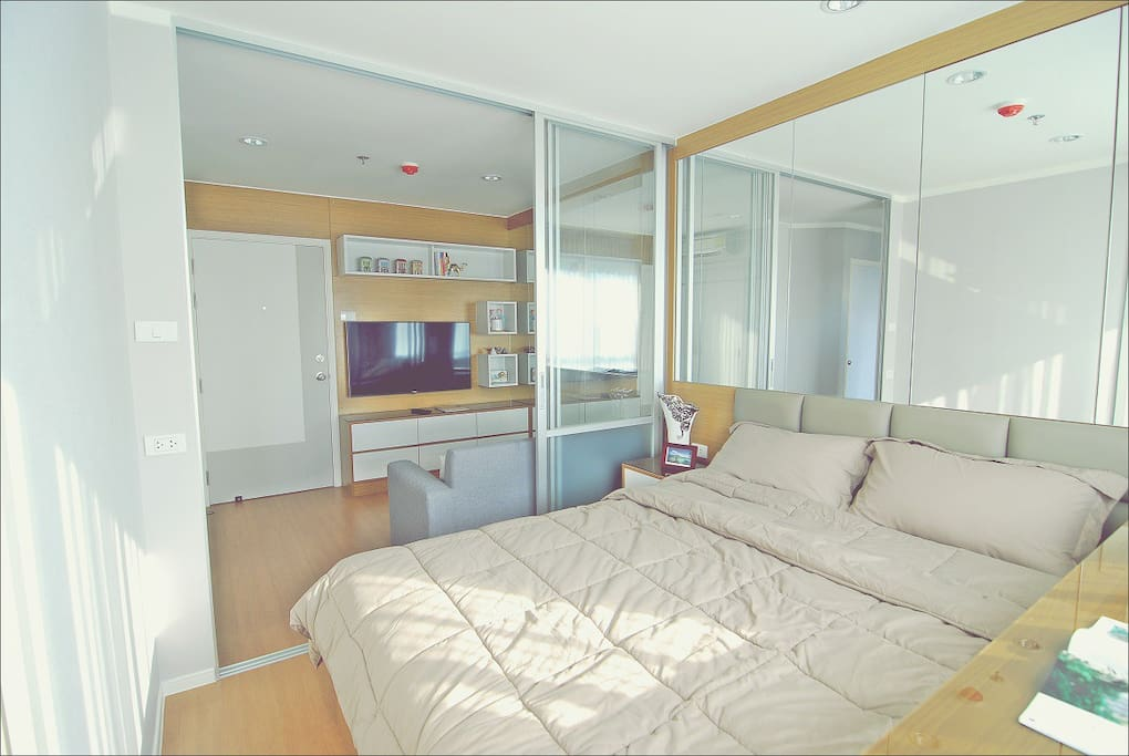 Spacious room with 48' TV