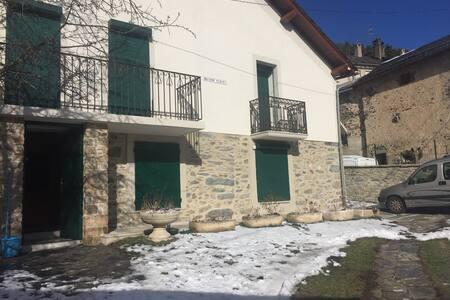 Jolie maison dans le village - Formiguères - Casa