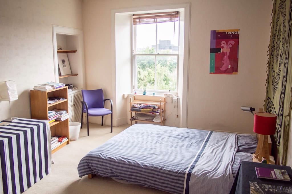 Spacious double room with a pull out single bed. Wonderful view of Calton Hill.