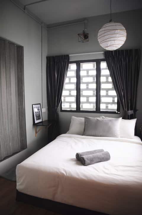 GRAYHAUS SOHO Deluxe Queen Room 04 @ IPOH New Town