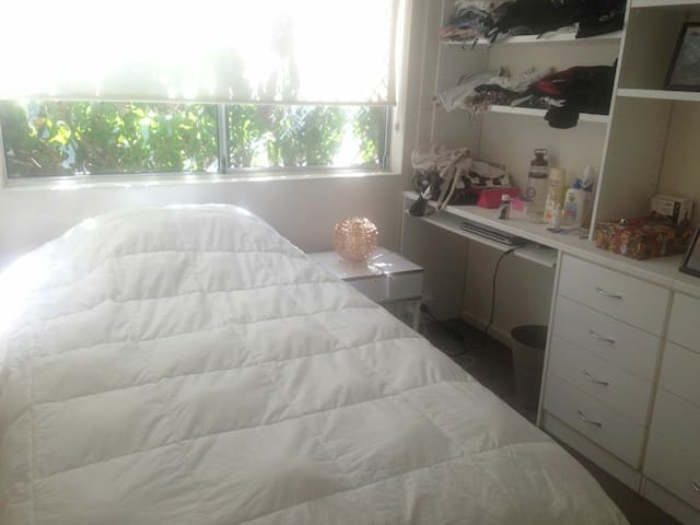 Bedroom in Dee Why by the beach - Dee Why - Apartamento