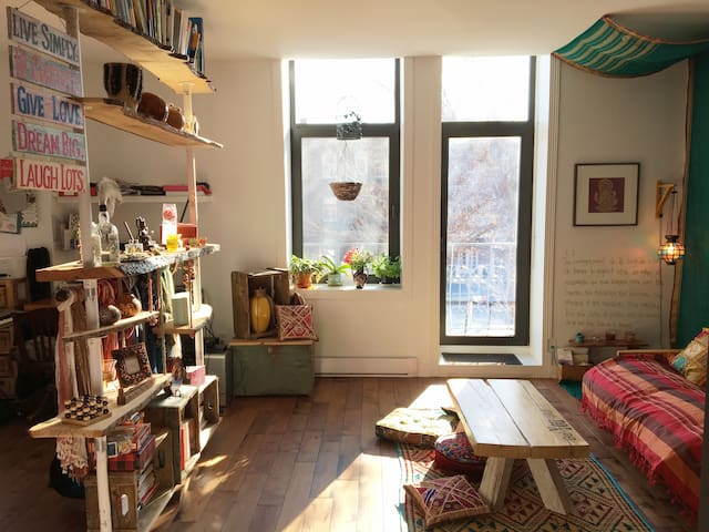 Peaceful indian style studio (with roof terrace) - Montreal - Apartment