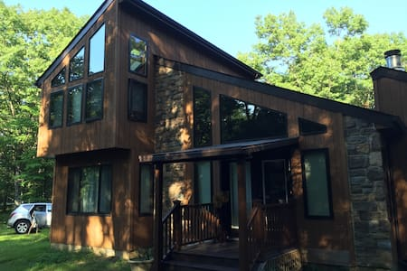 The Grouse House - Your Pocono Getaway - Bushkill - Casa