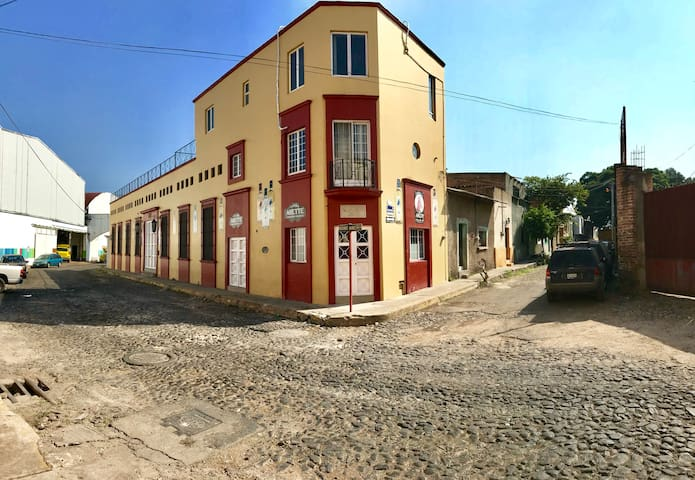 Tequila Townhouse. Near town center!!