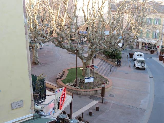 Grand Studio avec balcon dans le centre historique